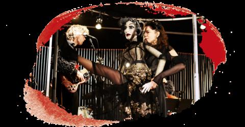 Le Bal Marionnettique - Camille Trouvé manipulant une marionnette grandeur nature